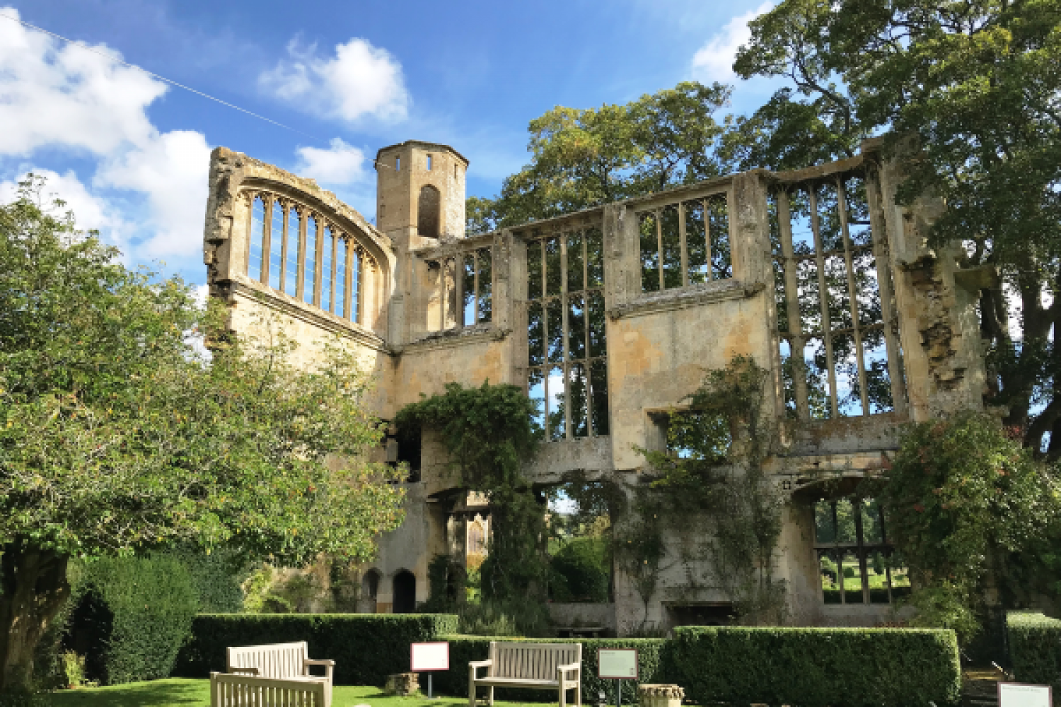 Exterior photo of ruins at Sudeley Castle