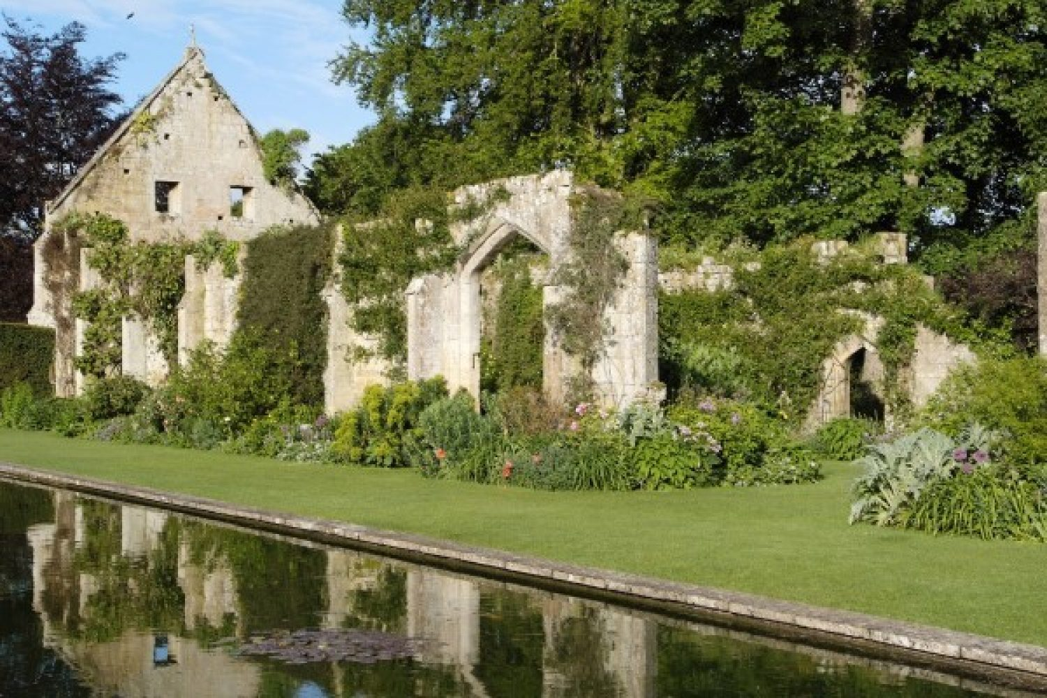 Photo of the Tithe Barn ruins at Sudeley Castle