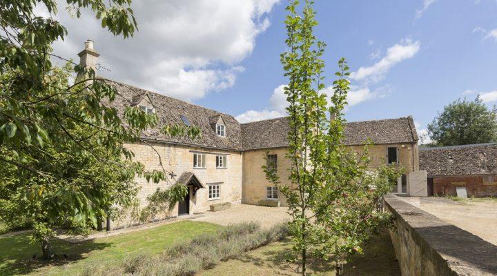 Photograph of Almsbury Farmhouse
