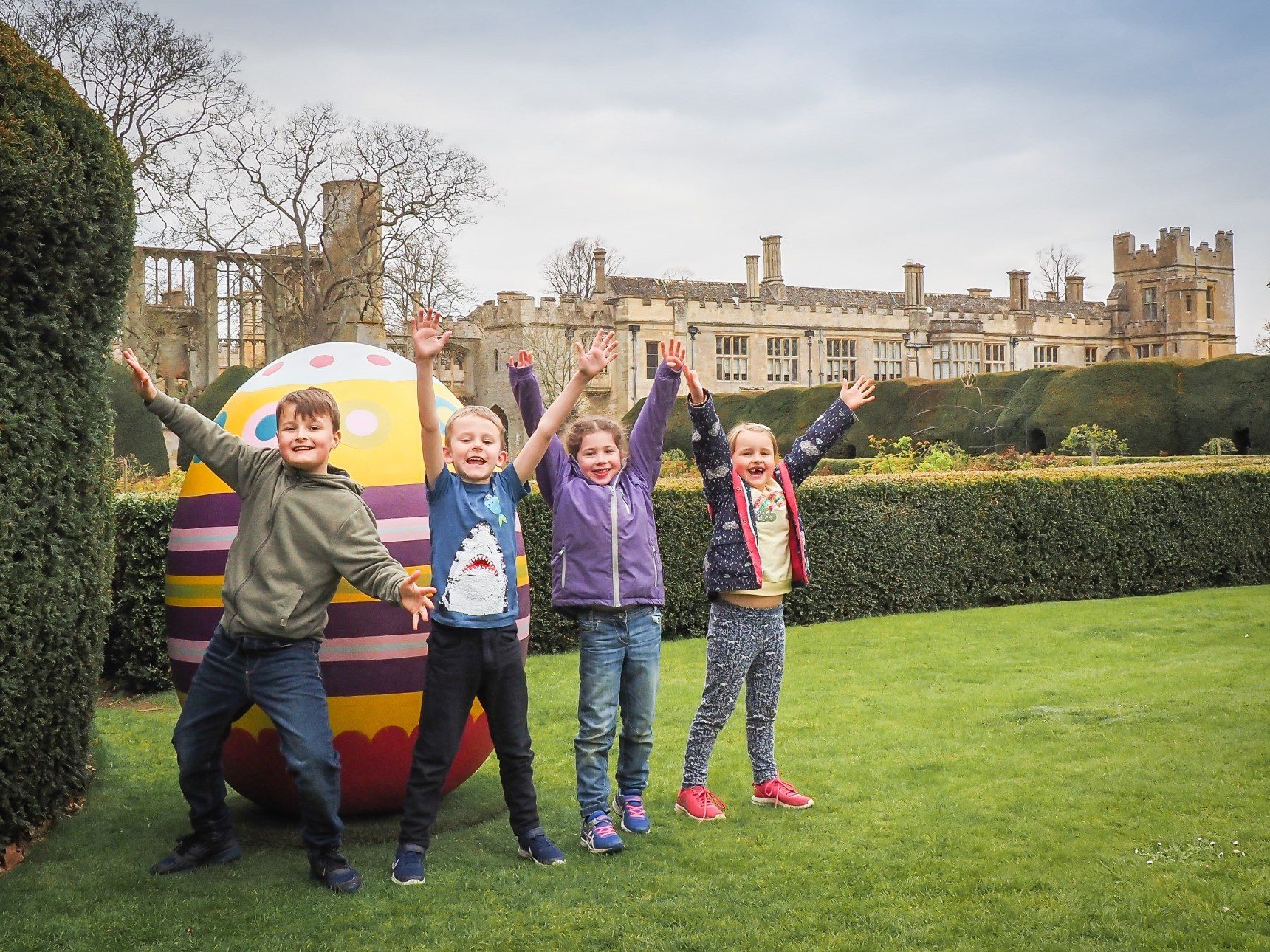 Children in front of giant easter egg with sudeley castle in background
