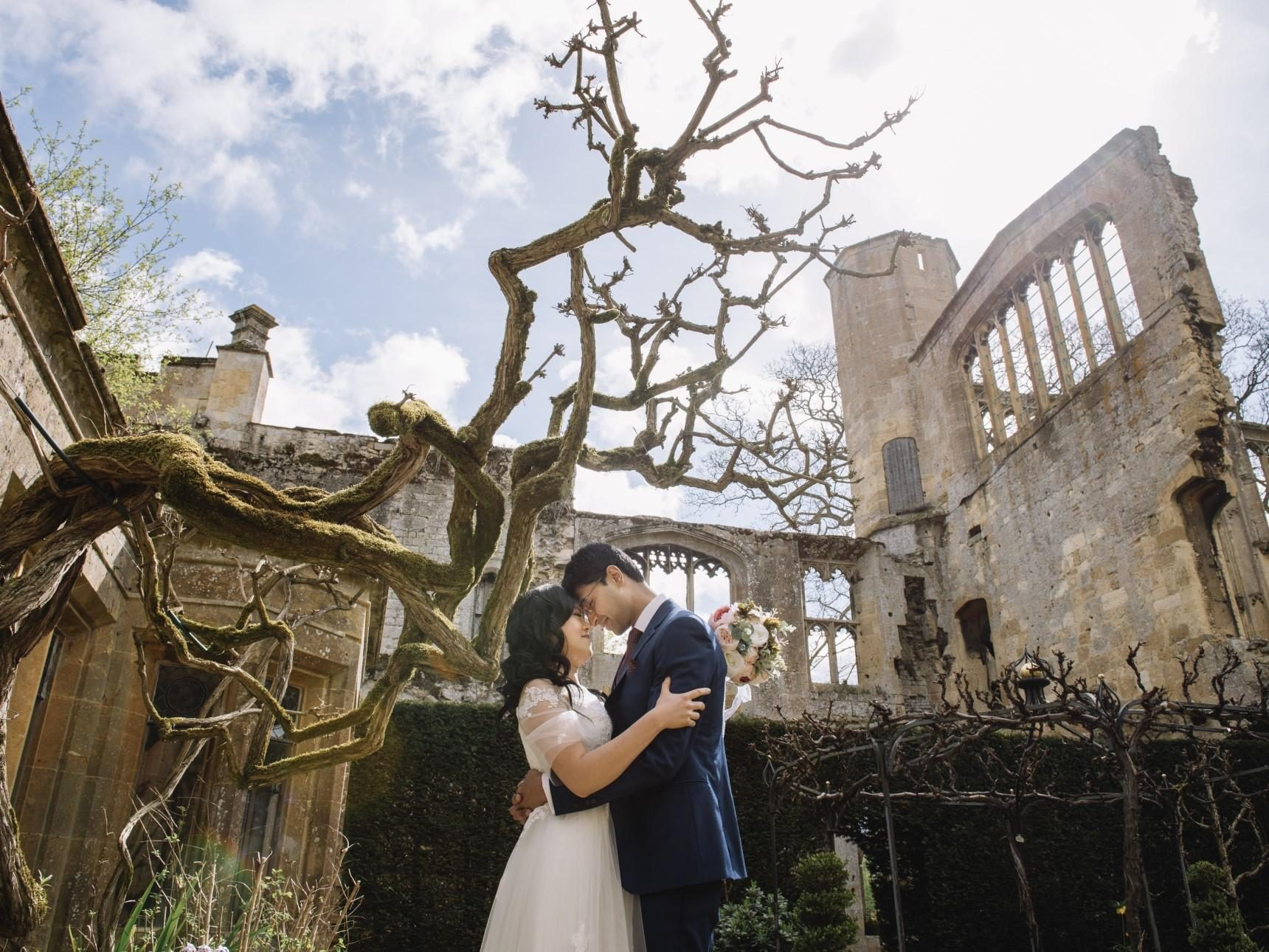 Couple in front of Banqueting Hall ruins